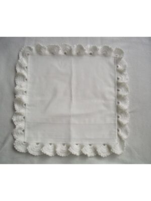 Наволочка для подушки белая вязаным кружевом Poszenka