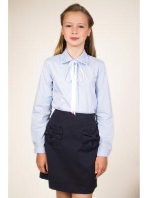 Блуза блакитна зі стразами на комірі і бантом