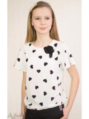 Блуза для дівчинки молочного кольору в чорних сердечках